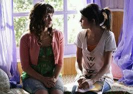 Selena Gomez préfère Taylor Swift à Demi Lovato ? (interview vidéo)