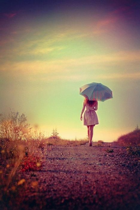 « Le courage ne se traduit pas par l'absence de peur mais plutôt par la conscience qu'il existe quelque chose de plus important que cette peur. Le courageux ne vit peut-être pas longtemps mais le prudent, lui, ne vit jamais. » Princesse malgré elle. -Garry Marshall-