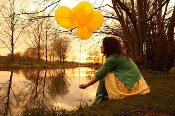 « Ne pleurez pas d'avoir perdu le soleil, les larmes vous empêcheront de voir les étoiles.. » [ R.Tagore ]