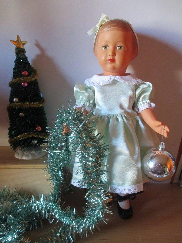 Françoise, décembre 1951, vient vous souhaiter de bonnes fêtes !!!