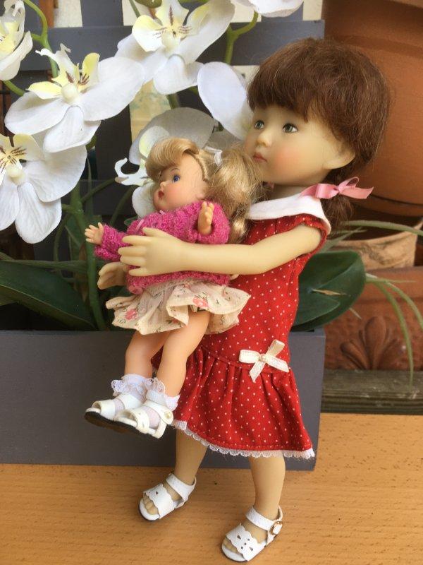 Claire et sa grrrrrande poupée