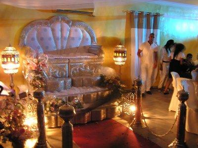 Trone Oriental Baroque Mariage Marseille Aix Bouches du Rhône / Tél : 06.98.60.65.29 / http://decoriental-reception.fr