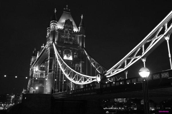 Tower Bridge -London
