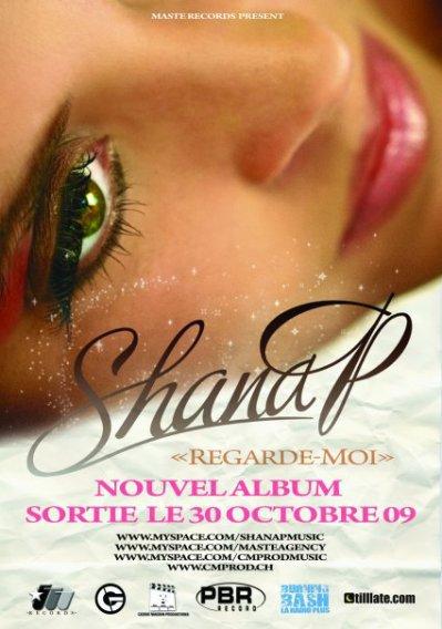 Son album REGARDE MOI !
