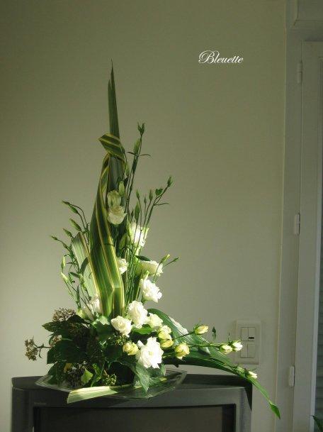 colonne de lisianthus avec une fl che en phormium art floral bleuette010. Black Bedroom Furniture Sets. Home Design Ideas