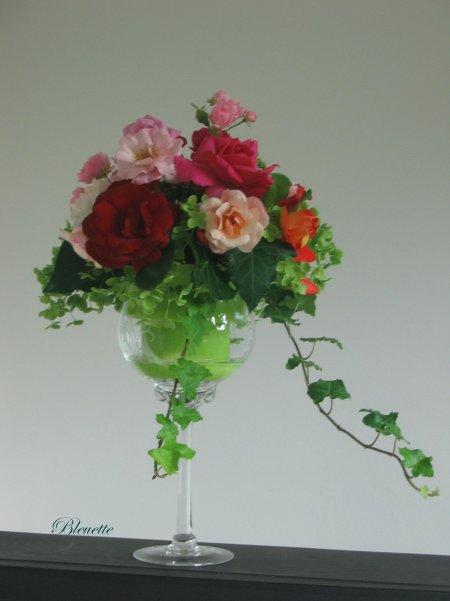 Verre pied chin et fleurs du jardin art floral bleuette010 - Bout de verre dans le pied ...
