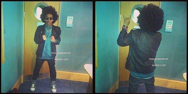 . » 07/ 03/ 13 : Les Mindless Behavior ont posés devant BBC pour ensuite aller à la station de radio ''Choice FM'' à Londres. (Roc Royal n'a pas pu être présent car il était malade). .