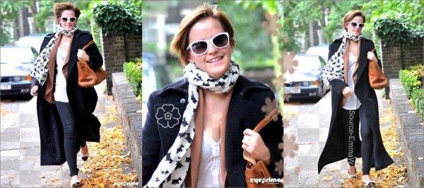 .  . .6 Septembre ; Emma etait a la ceremonie organisée par le magazine masculin GQ , Avec sa magnifique robe Alexander McQueen & ses escarpins Louboutin 7 Septembre ; Emma rentrant chez elle a Londre ; TOP Pour moi :) ; Jaime beaucoup son pantalon son haut & ses deux manteau ; mais moin ces balrine & jaime beaucoup son sac :) et toi tu pence quoi se cette tenue ? . .