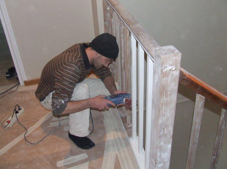 Pon age peinture de l 39 escalier crevecoeur entreprise ludovic maulav - Poncer bois avant peinture ...