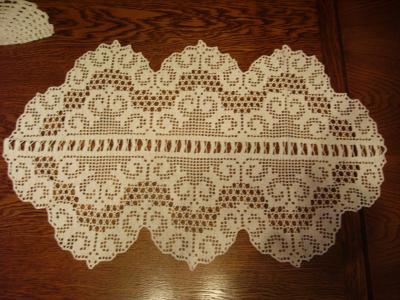 Napperon ou chemin de table realisations au crochet - Napperon crochet chemin de table ...