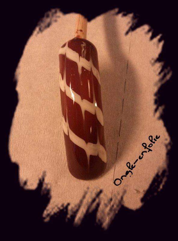 nail art réalisé au pinceau
