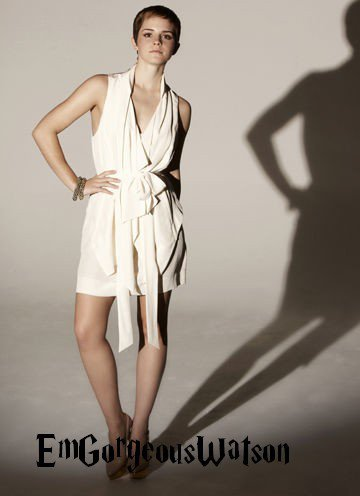 Five new Emma Watson 2010 Alex James/The Sun photo shoot outtakes // Cinq nouvelle photos d'Emma Watson par Alex Jams/The sun datant de 2010