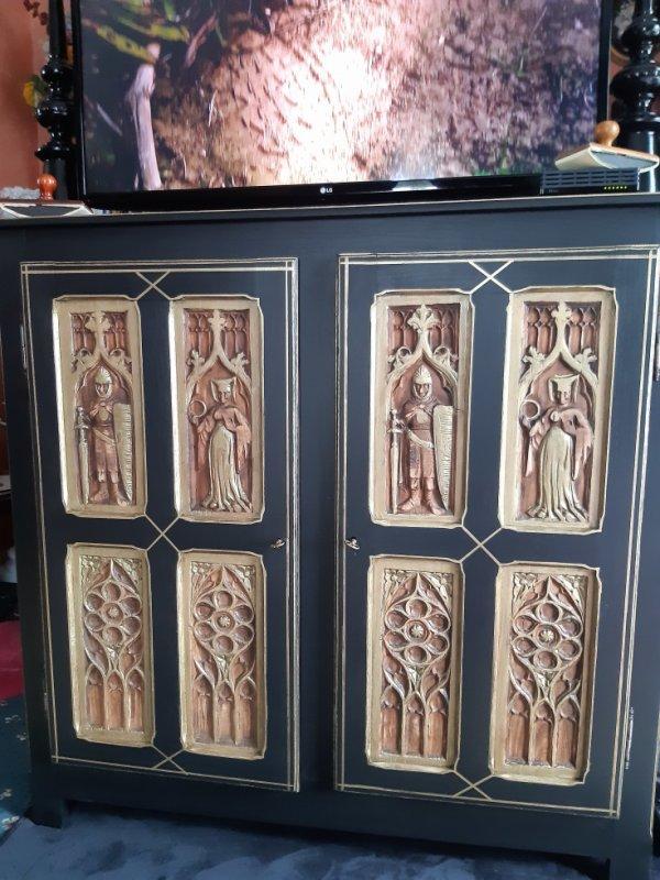 vieux meuble refait , décapé et repeins en noir et doré