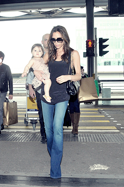 26 avril | Victoria and Harper at Hong Kong´s airport