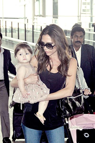 26 avril | Victoria and Harper at Hong Kong´s airport