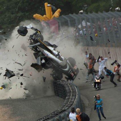 Le mans 2011 incroyable sortie de l'Audi n 3 aucun blessé le premier miracle du Mans 2011!!!!