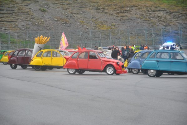 parade des 24h 2cv 20126