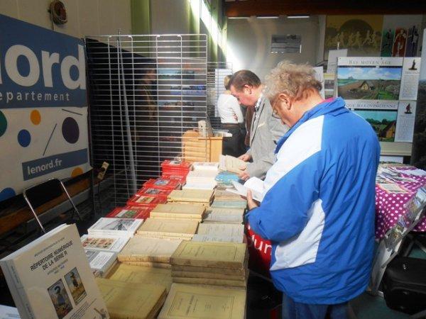 Ce dimanche 6 octobre, La Commission historique du Nord faisait stand commun avec les archives départementales du Nord au 21 ème forum des historiens des Weppes qui se tenait à Warneton en Belgique