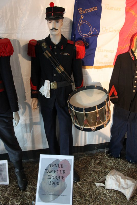 notre stand au portes ouvertes de notre caserne besancon centre le 1er et 2 juin 2013 : mes tenues et casques avec  accessoires présentés sur mes mannequins tout au tour et au centre les casques de mon pote eric