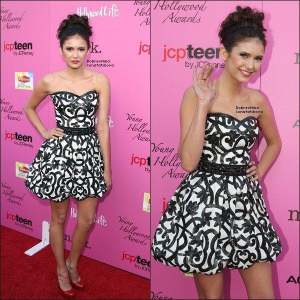 . FlashBack -      13/05/10 : Nina a été aperçu aux Annual Young Hollywood Awards à Hollywood.    J'adore sa coiffure, je trouve qu'elle est vraiment très originale. Le maquillage est vraiment très beau ainsi que sa robe. C'est un grand TOP pour Nina !