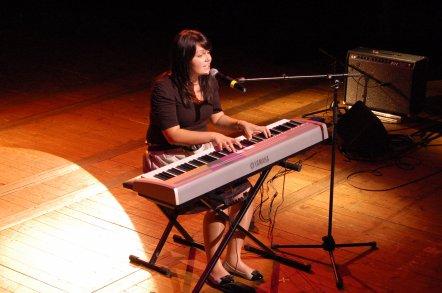 Charlène, sacrée meilleur auteur compositeur  et 1er prix de toutes catégories du Concours d'expression française à Autun le 9 Avril 2011.