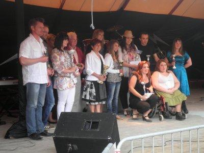 """Charlène remporte le 1er Prix de la Catégorie """"Auteurs, Compositeurs"""" du Concours de Chant """"Les Talentueurs"""" organisé par l'Association Crock'notes, à St André d'Huiriat, le 12 Juin 2011"""