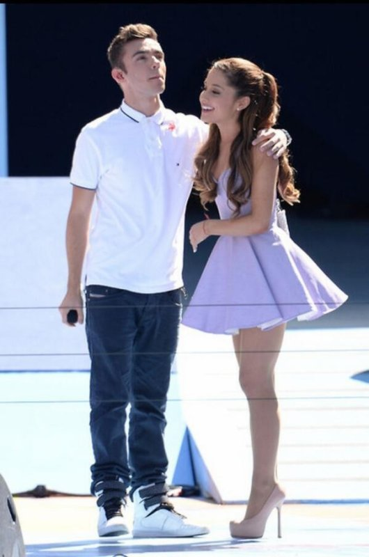 Nathan Sikes & Ariana Grande :  En Couple !