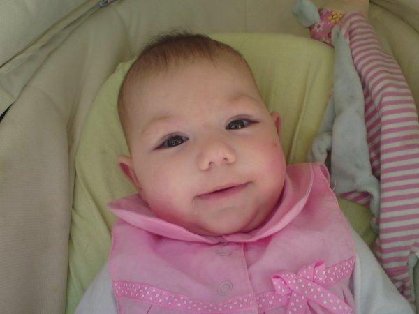 ma petite princesse a 4 mois
