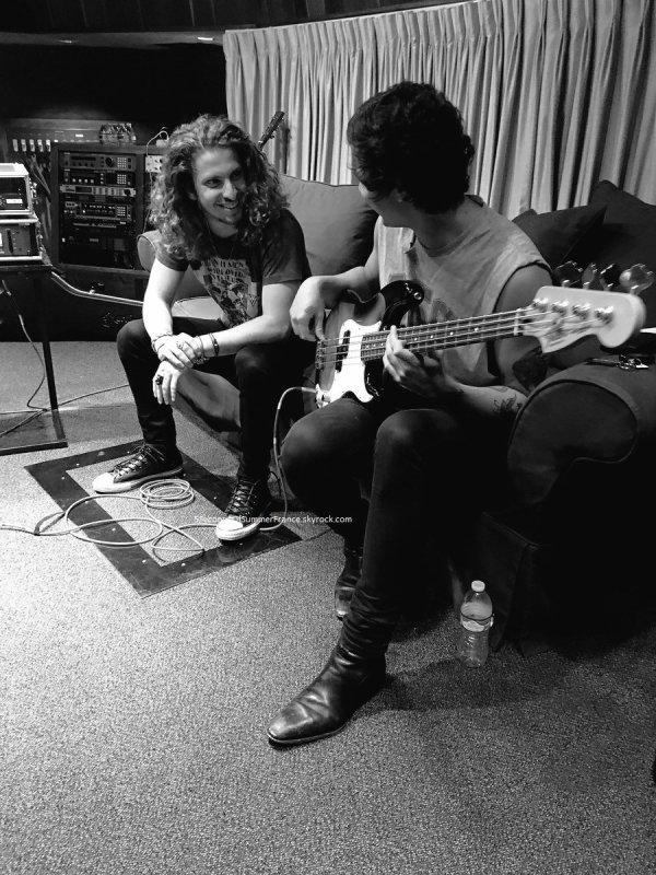 Le 12 mai 2017 Le groupe est en studio !