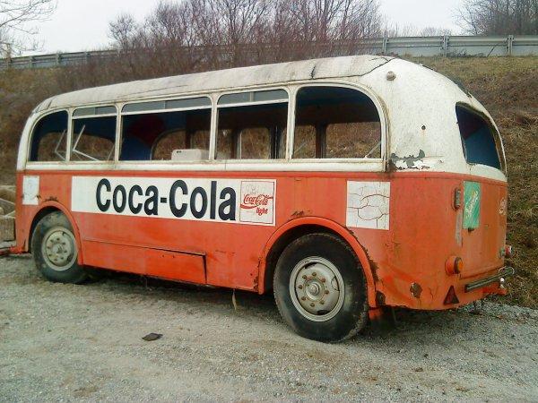 """- Remorque """"Coca-Cola"""" abandonnée -"""