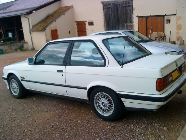 BMW (318is) 1990