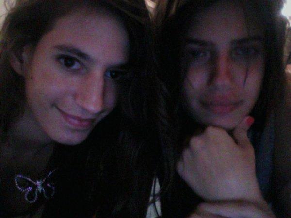 Moi et ma copine Naomie je suis moche sur cette photo mais elle magnifique normale elle est mannequin!