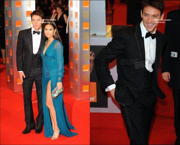 Jonathan au Golden glob pour unir sont prochain film ( et on aperçois Reena qui est sa femme ) le 20 decembre