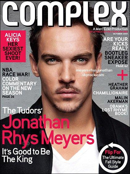 Jonathan posant pour le magazine '' Dettils '' et '' Complex ''