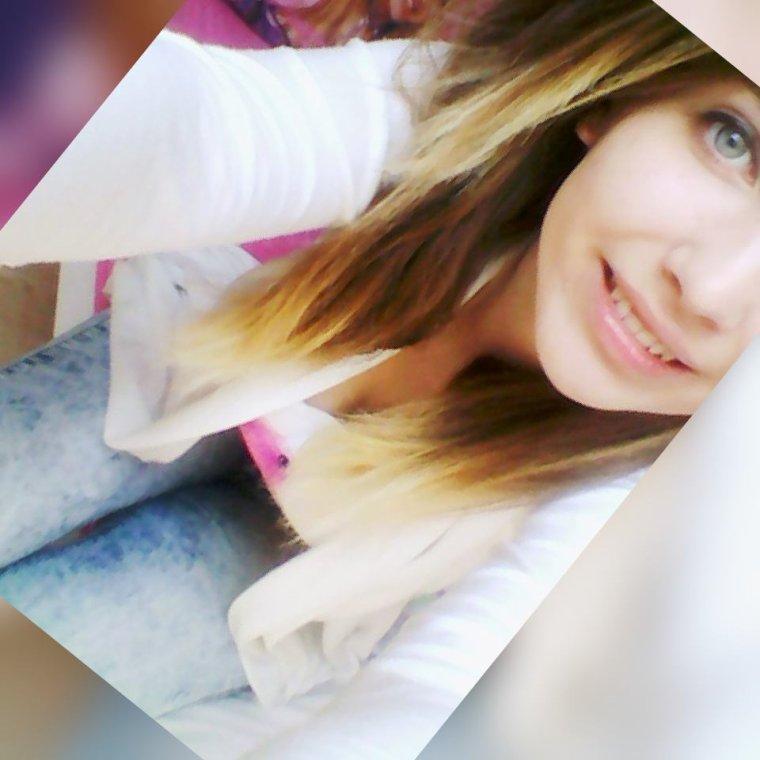 Tu m'as tellement fait souffrir que quelqu'un d'autre me fais sourire.