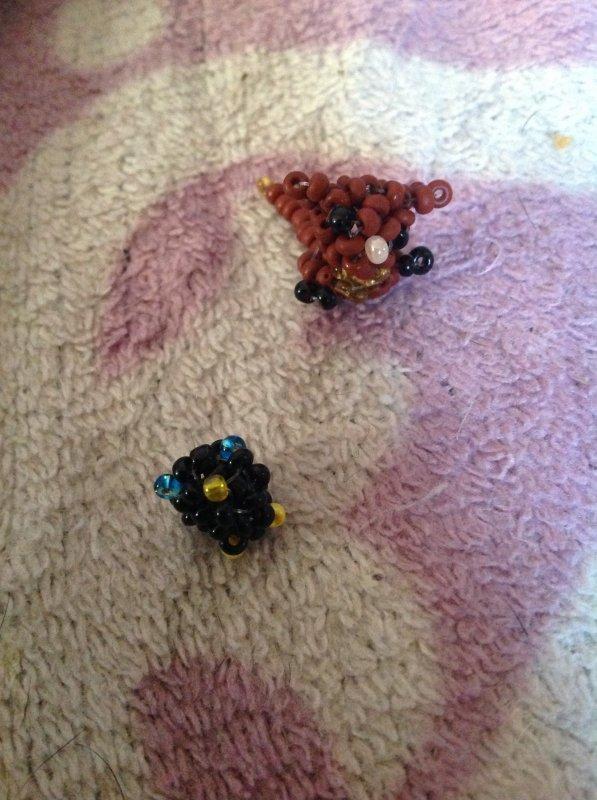 """Chat et merle miniature issu du livre """"animaux miniatures japonais en perle"""""""