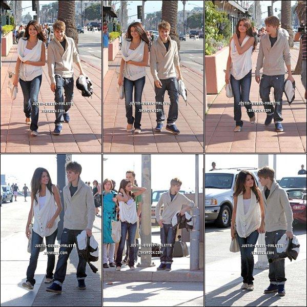 .  Justin et Selena à Santa Monica en Californie : Ils ont été vus ensemble dimanche après-midi à Santa Monica pour une balade en amoureux. Ils ont l'air heureux et peu préoccupés par les paparazzis ce que officialise leur relation. Ils se sont ensuite rendu dans la même voiture pour aller au Super Bowl . .
