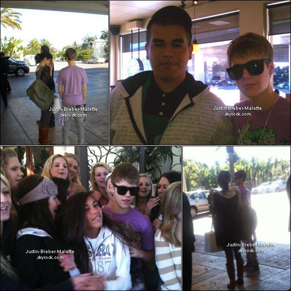 .  26/02  - Justin et Selena se baladent et  vont ensuite rejoindre l'hôtel St.Regis .    27/02 - Justin accompagné de Selena au  « 2011 Vanity Fair Oscar Party »......                            .       + Détails de la nuit que Justin et Selena ont passés ensemble