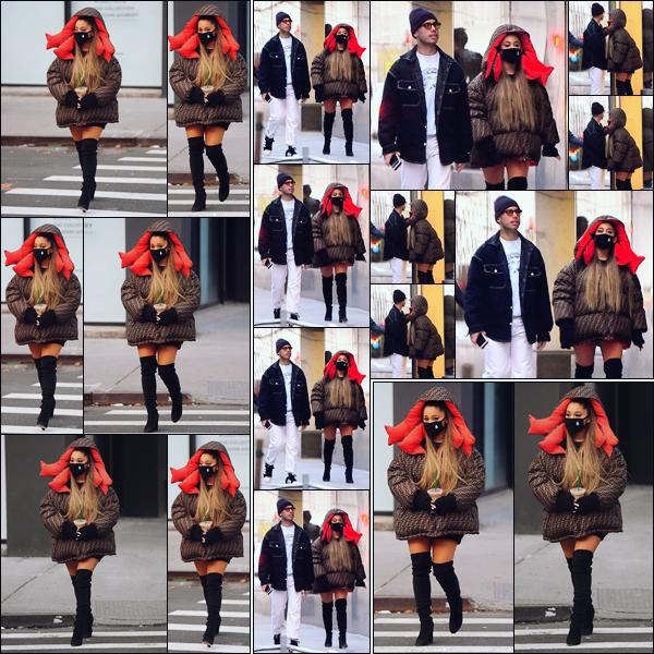 """"""" -01/01/19 •- Ariana Grande se baladait tranquillement avec son Starbuck's à la main dans les rues de New York !Pour cette toute première sortie de l'année c'est au grand étonnement de tous que notre chanteuse était accompagnée de son ex petit ami Ricky Alvarez. ."""
