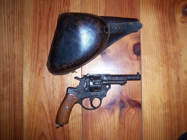 """Revolver réglementaire modèle 1874 Chamelot-Delvigne et Holster """"jambon"""""""