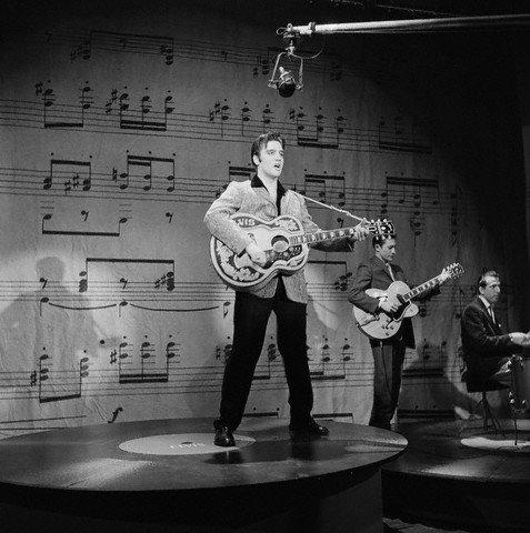 Elvis Presley, Scotty Moore, D.J Fontana en 1957.