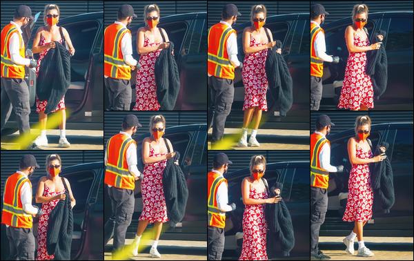 - ''-05/05/21-' : Hailey Bieber a été aperçue alors qu'elle arrivait au restaurant :« Nobu »se trouvant à Malibu. C'est vêtue d'une magnifique robe rouge que nous retrouvons Hailey à l'occasion de cette sortie. On ne voit que peu son visage. Un top. -