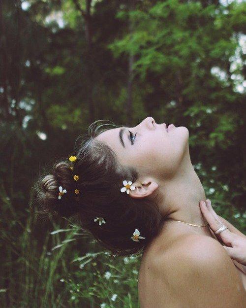 """""""L'amitié est une fleur que le vent couche et trop souvent déracine"""" Eugène Cloutier"""