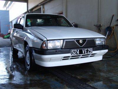 L'Alfa Romeo 75 !