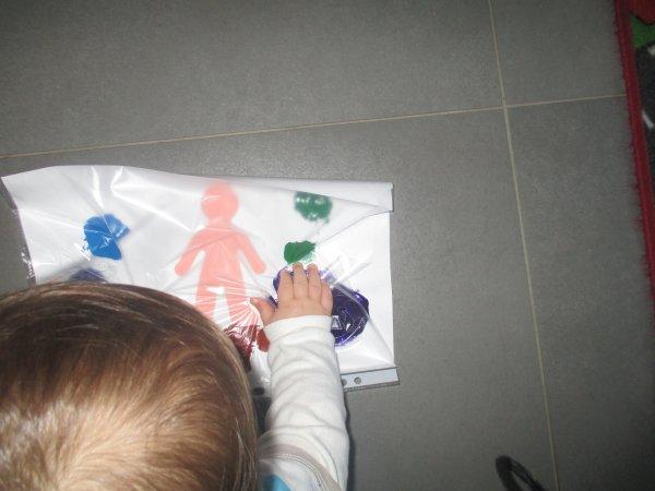 sable a modeler, les instruments, foot, puzzles, peinture propre pour Nicolas