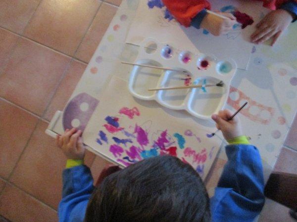Peinture a l'encre de chine et peinture avec des bouchons