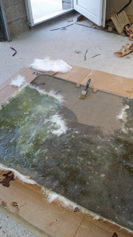 voila le plafonnier qui va être en fibre de verre, merci a Jimmy  de préparer ma titine