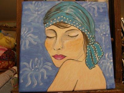 Elle réfléchit en bleu