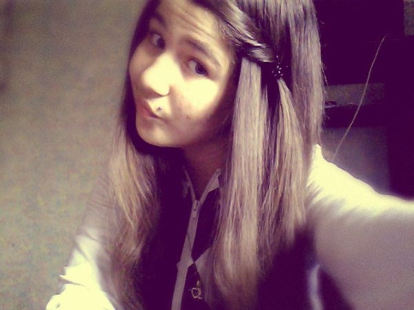 RҼGƋRDҼ MOi DҼ TRƋVҼRS , DҼRRiҼRҼ MON SOURiR Y' Ƌ UN NiKҼ TƋ MҼRҼ.. ♥