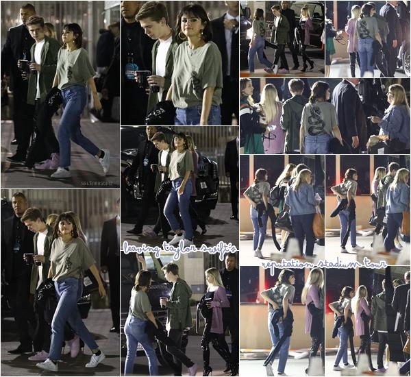 20/05/18 : Selena Gomez a été vue quittant le concert de Taylor Swift se déroulant à Pasadena. Miss Gomez portait un t-shirt appartenant à la tournée de sa meilleure amie Taylor Swift. Je lui accorde un top! Ton avis?